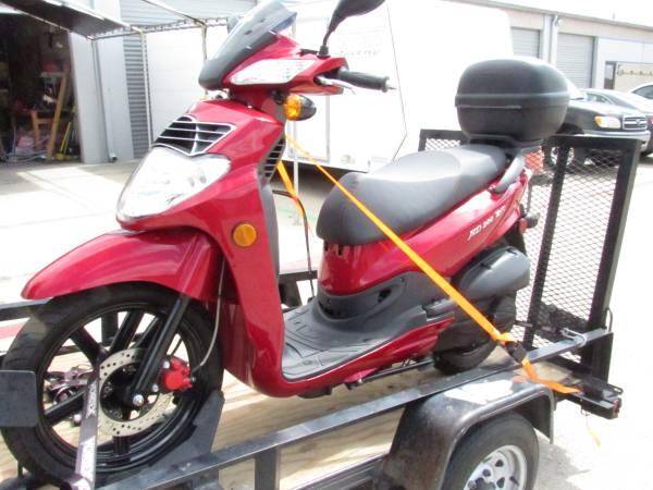 Photo Sym HD 200 EVO Scooter Motorcycle Like New Similar To Vespa - $2,495 (NW San Antonio)