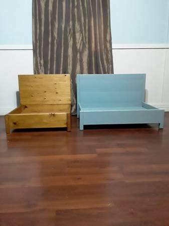 Photo Two Custom Made Dog Beds......... - $40 (Lozano)