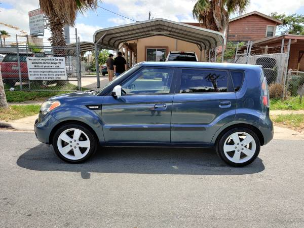 Photo 2010 KIA SOUL  LIMITED EDITION  CLEAN TITLE  SEMI NEW TIRES - $3,390 (1193 INTERNATIONAL BLVD BROWNSVILLE TX)