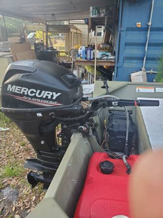 Photo 2015 mercury 20hp four stroke runs good it 16quotshaft - $2,000 (Elkton)