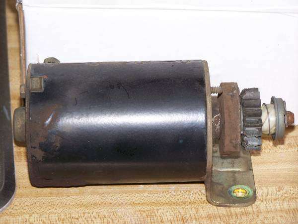 Photo Briggs and Stratton Starter for Riding Mower. (northside)
