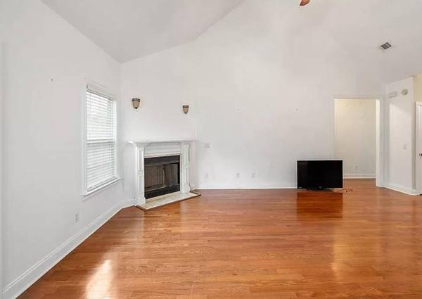 Photo Check out this beautiful open split floor plan home in The Lakes (Brunswick)