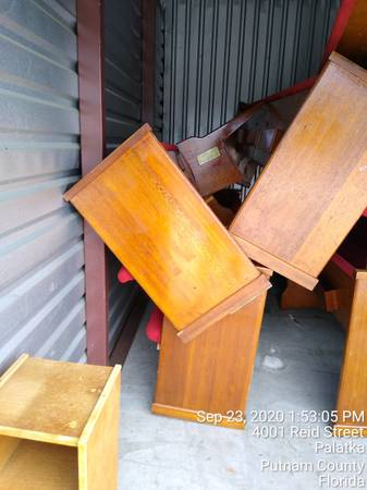 Photo Free misc furniture in storage unit Chion Self Storage (Palatka)