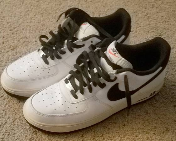 Photo Nike Air Force 1 139s Black and White Size 13 Good Condition - $30 (Jacksonville)