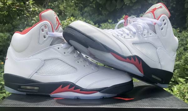 Photo Nike Air Jordan Retro 5 Fire Red Brand New DS Size 11 - $220 (Southside)