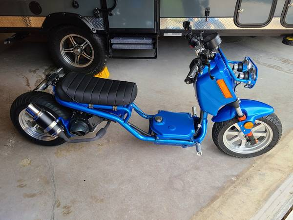 Photo Pair of 2020 mad dog 150cc scooters - MINT CONDITION - $1,700 (elkton)