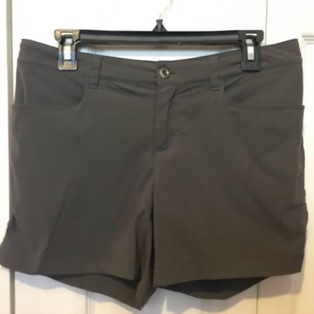 Photo Patagonia shorts - womens size 6 - $20 (Jacksonville)