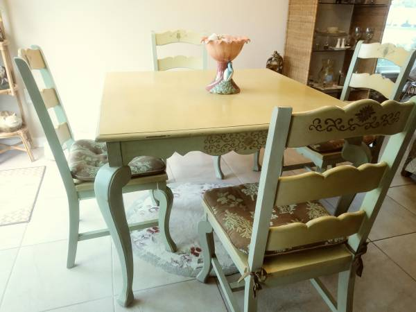 Photo Pier One Dining Set - $200 (St. Augustine fl.)