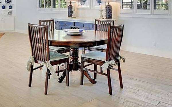 Photo Pier One Oval Table and 4 Chairs LIKE NEW - $300 (Bartow Street)