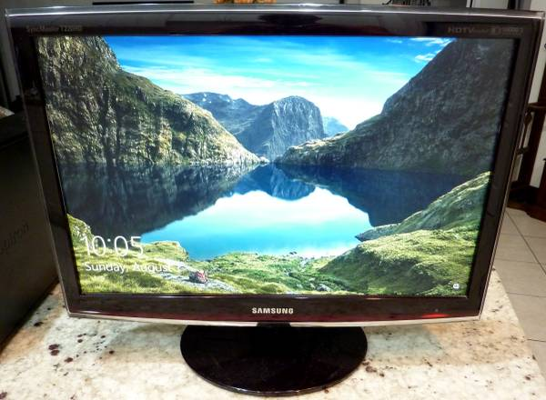 Photo Samsung HDTV Computer Monitor 22 Inch HDMI with Cable  Remote - $30 (Jacksonville)