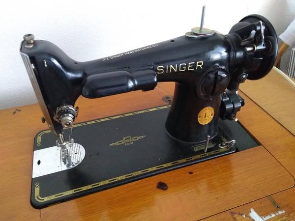 Photo Singer 201-2 Gear Driven Cast-Iron quotRolls Roycequot of Sewing Machines - $395