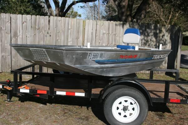 Photo Tracker Tadpole 1239 flat bottom jon boat - $1,000 (Blanding Blvd.)