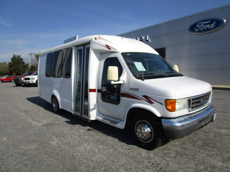 Photo Used 2006 Ford E-350 and Econoline 350 Super Duty for sale
