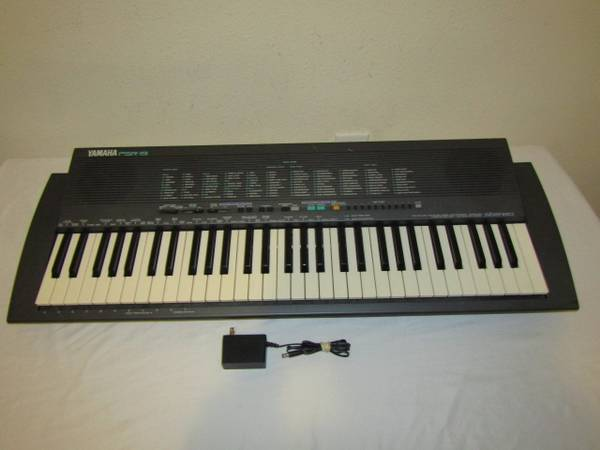 Photo Yamaha PSR-19 Keyboards 61-Key - $60 (Normandy  Chaffee)