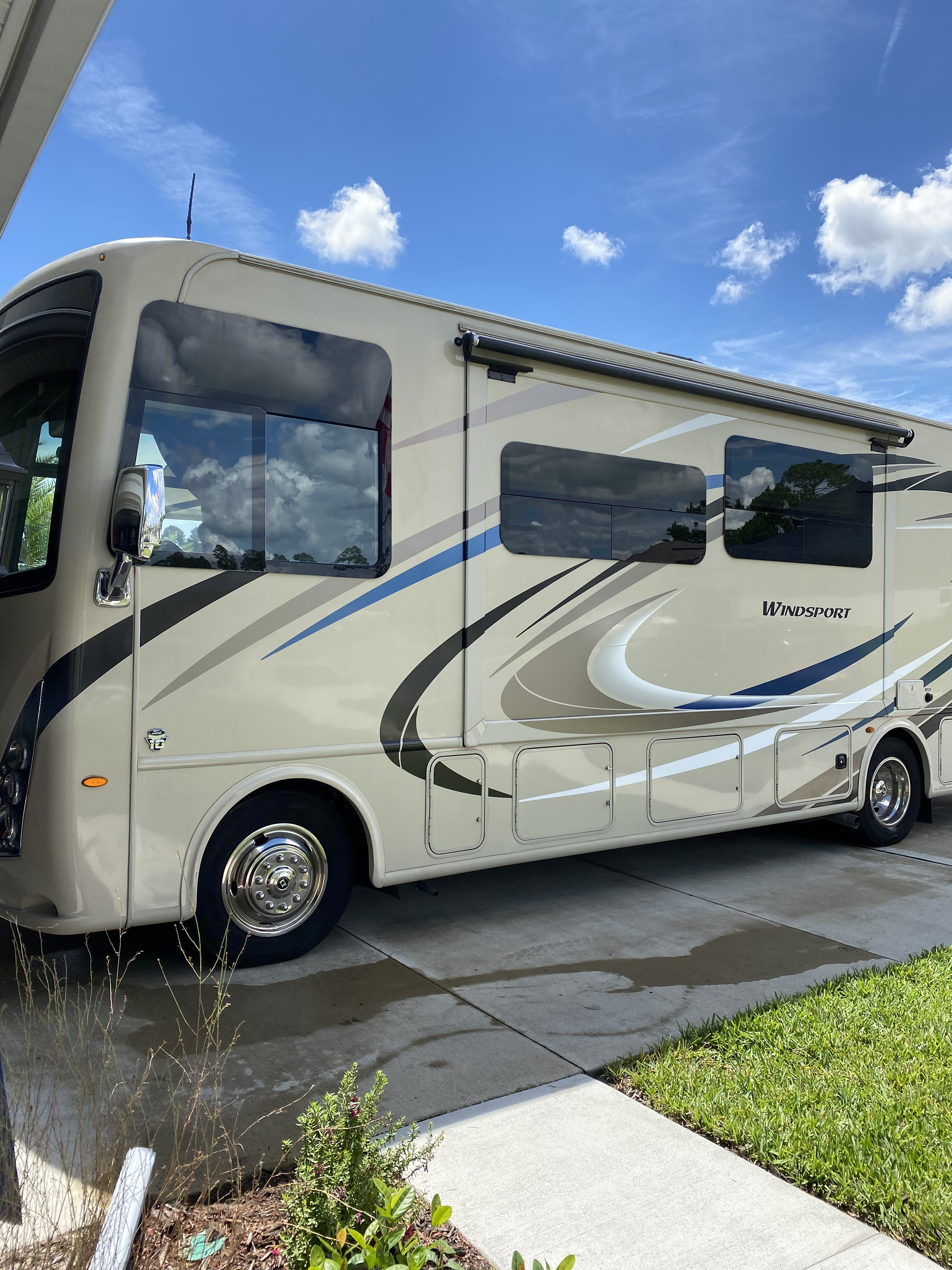 Photo 2018 Thor Motor Coach WINDSPORT 31S $ 99000     Get Financing as low as 940.50mo      Get Financing as low as 940.50mo
