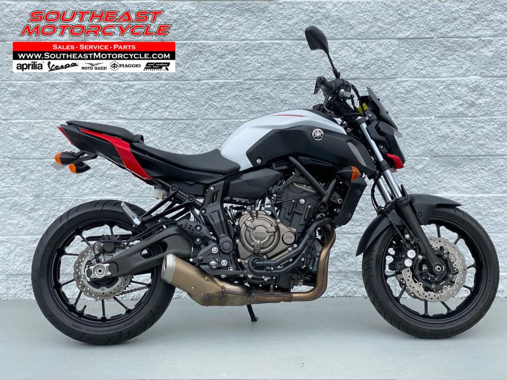 Photo 2018 Yamaha Standard Motorcycle  $7495