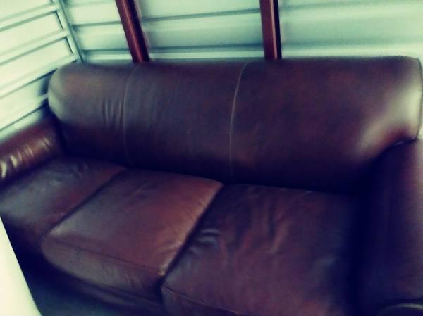 Photo large brown leather sofa Hancock Moore - $400 (ST SIMONS ISLAND)