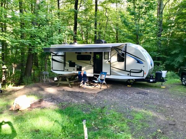 Photo 2018 Coachman, Freedom Express 24SE - $24,000 (Rochester)