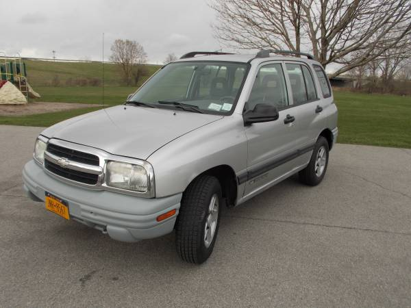 Photo 3903 Chevy Tracker LT 4X4...almost mint. - $3995 (WNY)