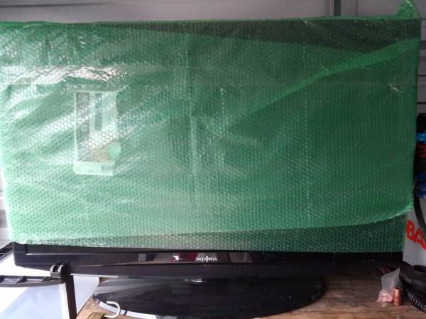 Photo 47 INCH INSIGNIA TV LCD VERY GOOD SHAPE WITH REMOTE price drop - $150 (Ellicottville)