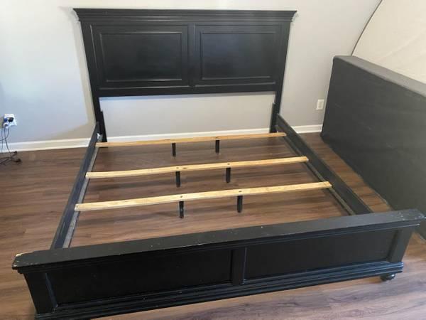 Photo Bedroom 4 piece King set - Black - $400