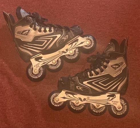 Photo CCM Mens Rollerblades Inline Hockey Roller Skates 2.0 88 - $50 (Niagara Falls)