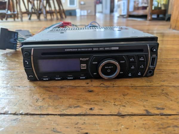 Photo Car Stereo - CD MP3 USB Bluetooth - $50 (Buffalo)