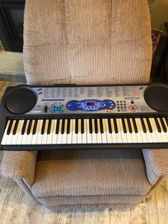 Photo Casio LK-40 Keyboard - $65 (West Seneca)