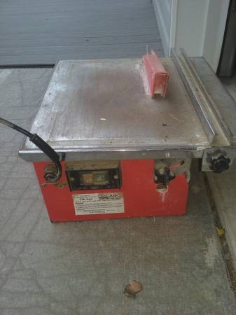 Photo Chicago 10quot Wet Tile saw - $125 (Clarence)