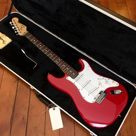 Photo Fender American Standard Stratocaster circa 1987 Torino Red - $1,399 (Buffalo)
