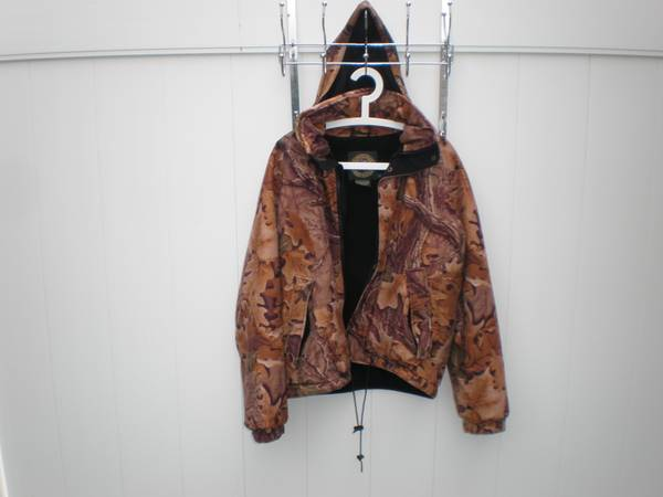 Photo GORE TEX WHITEWATER OUTDOORS Mens Camo Hunting Jacket whood Size M - $50 (Williamsville)