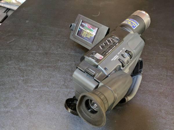Photo JVC GR-SXM240U Compact VHS Camcorder Super VHS-C - $49 (1037 Walden Ave Buffalo NY)
