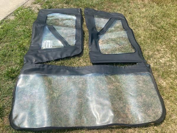 Photo Jeep wrangler jk factory side windows and rear windows for soft top. - $50 (Ntny)