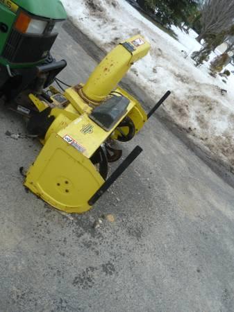 Photo John Deere 425 445 455 Garden Tractor Snowblower Attachment - $1,600 (Hamburg)