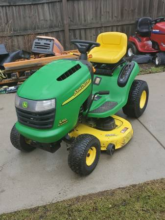 Photo John Deere L110. Hydro. 17.5hp. 42quotdeck. - $600 (West Seneca, New York)