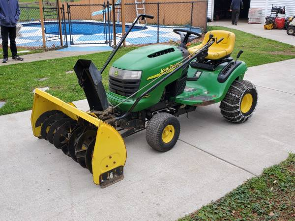 Photo John Deere L111 lawn tractor. 18.5hp. Hydro. 42quot cut. Snowblower - $1,100 (West Seneca, New York)