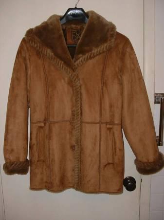 Photo Ladies preowned tan faux suede jacket, size XL - $15 (Tonawanda)