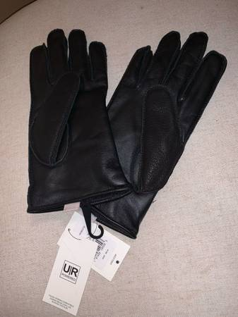 Photo MENS LARGE UGG soft leather gloves NWT - $49 (Southtowns)