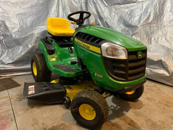 Photo NEW JOHN DEERE RIDING LAWN MOWER ONLY 4HRS DELIVERY - $1295 (Ransomville, NY)