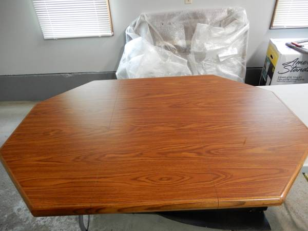 Photo New 42quot60quot Chromcraft Laminate table top wsolid wood sides (no legs) - $50 (Elma)