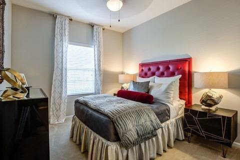 Photo Pet Friendly, Mini  Vertical Blinds, Vaulted Ceilings (buffalo)