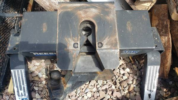 Photo Reese 5th Wheel Hitch - $125 (Lancaster, NY)