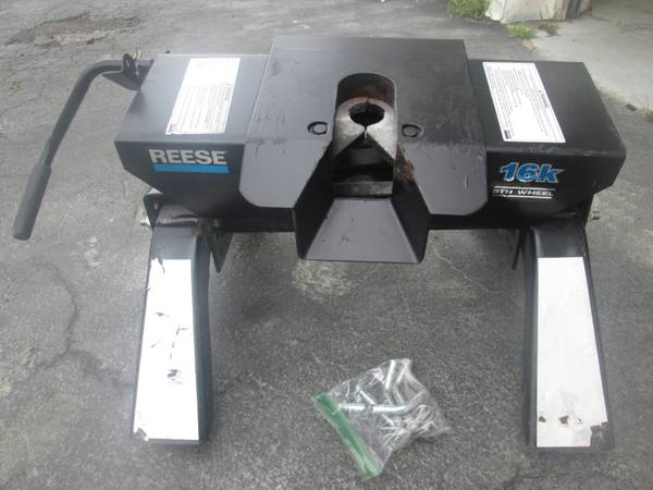 Photo Reese RV 5th Wheel Hitch - $300 (WILLIAMSVILLE)