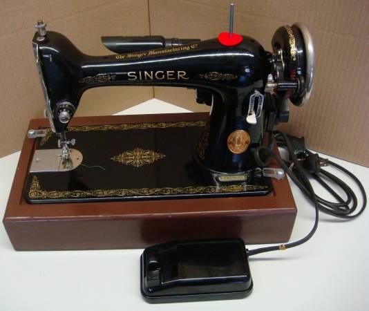 Photo SINGER SEWING MACHINE - $125 (Cheektowaga,NY)