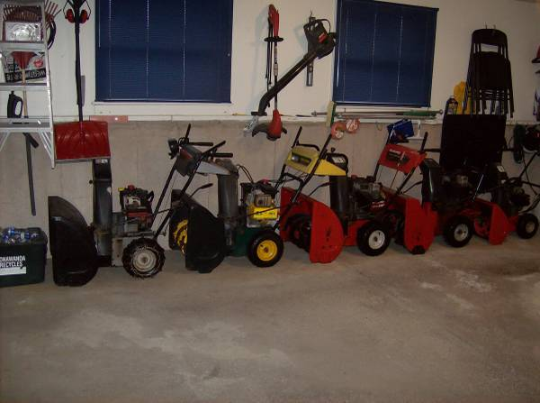 Photo SNOW BLOWERS ALL ELECTRIC START BRIGGS AND STRATTON 5HP AND 8HP - $1,500 (TONAWANDA, NEW YORK)