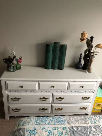 Photo Solid Wood White Bedroom Set - $250