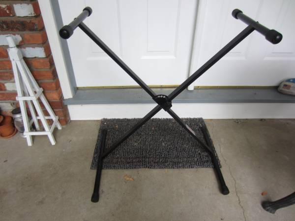 Photo Stageline Keyboard Stand - $10 (West Seneca)