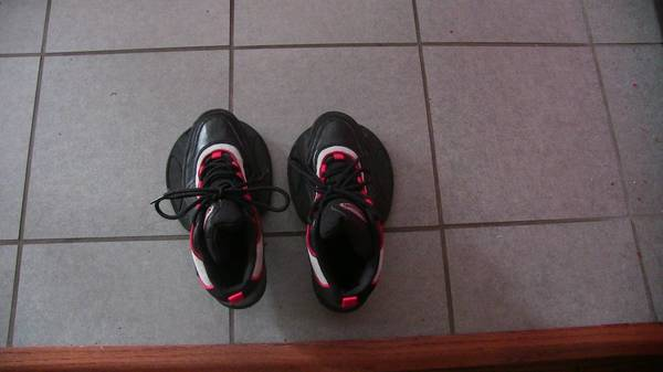 Photo Strength Training Shoes Size 7 - $10 (grand island)
