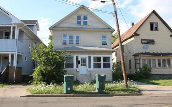 Photo Triplex Fixer Upper For Sale Dont Miss Out (Buffalo, NY)