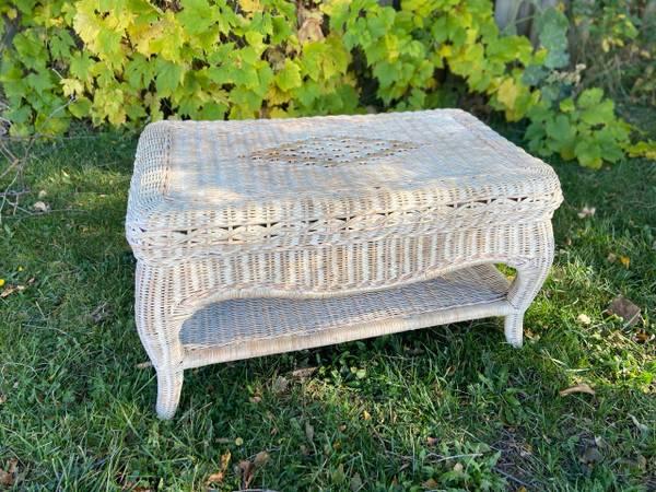 Photo White wicker table - $30 (North Tonawanda)